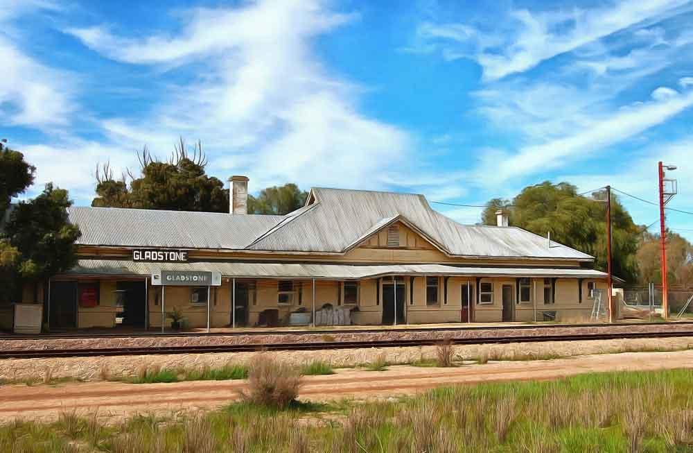 Gladstone railway station